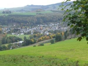 <small>Blick von oberhalb der der Kunstdüngerhütte auf Siedlinghausen.</small>