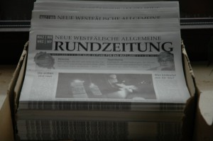 Zehn Zentimeter Protestzeitungen