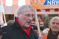 Ulrich Janßen auf der Abschlusskundgebung der WAZ-Protestdemo in Soest.
