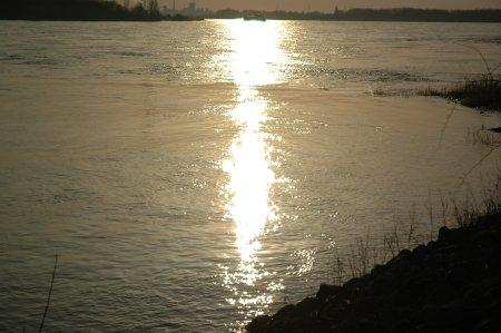 Gestern Abend am Rhein - Blick Richtung Mehrum
