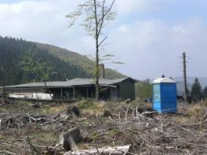 Jagdhütte mit Mobiltoilette am Wanderweg Sb3