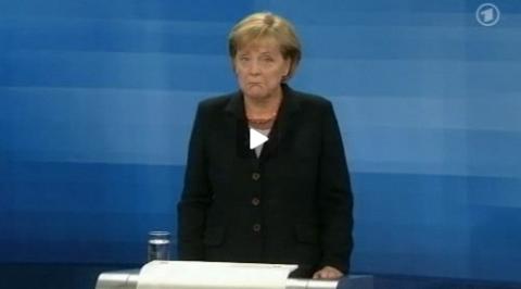 Angela Merkel: Yeaah! Die Hoffnung stirbt zuletzt.