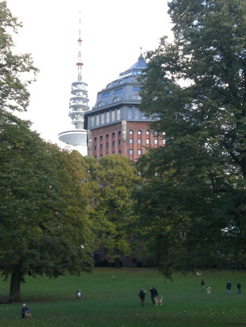 Der Sternschanzenpark mit Parkbesuchern
