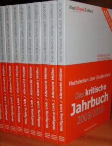 Das kritische Jahrbuch 2009/10 ist angekommen. (fotos: zoom)