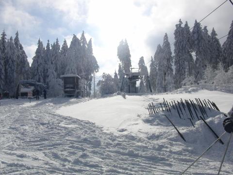 Fast so hoch wie der Kahle Asten: Oberer Ausstieg des Huanau Skilifts bei Bödefeld (foto: zoom)
