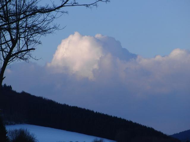 Blick von Silbach kommend auf die Flanke des Meistersteins Richtung Tal der Namenlose (foto: zoom)