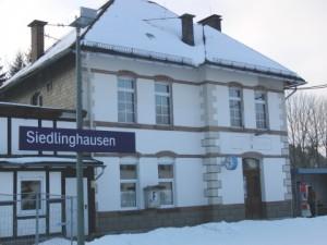 Siedlinghausen, Bahnhof, heute Nachmittag (foto: zoom)
