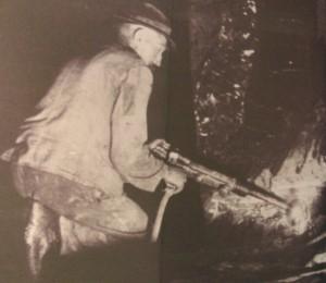 Alte Zeiten:  Schieferabbau, Wandbild in der Grube (fotos: zoom)