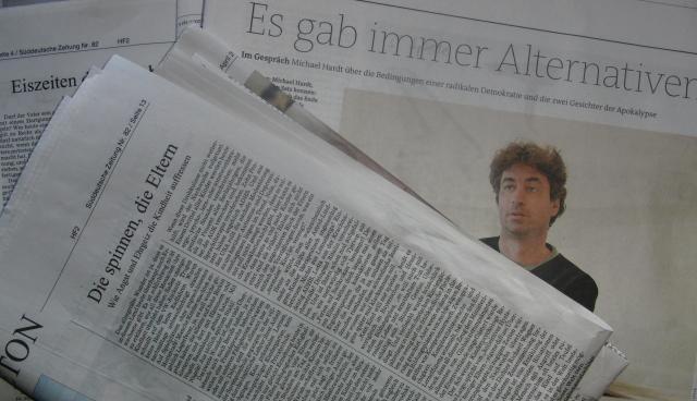 Lesestoff aus Süddeutscher und Freitag (foto: zoom)