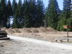 Mulchberge auf den Minenplätzen