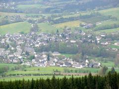 Wiemeringhausen an einem dunstigen Tag im Mai