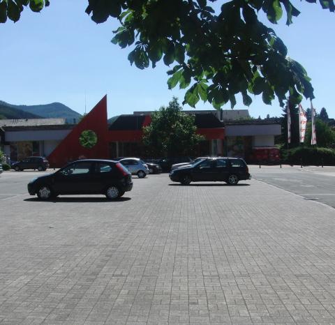 Der Olsberger HIT-Supermarkt heute mittag (foto: zoom)