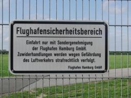 Sicherheitszaun am Hamburger Flughafen. (foto: zoom)