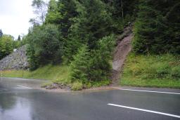Silbacher Erdrutsch mit altem Abrutsch im Hintergrund (foto: zoom)