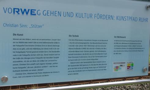 Schild am Bahnübergang vom Stausee zum Radweg Steinhelle (foto: zoom)