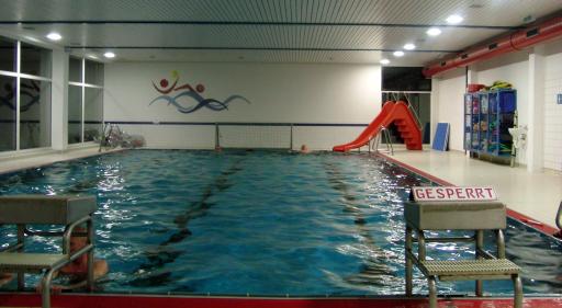 Abendschwimmen im Hallenbad Siedlinghausen (foto: zoom)