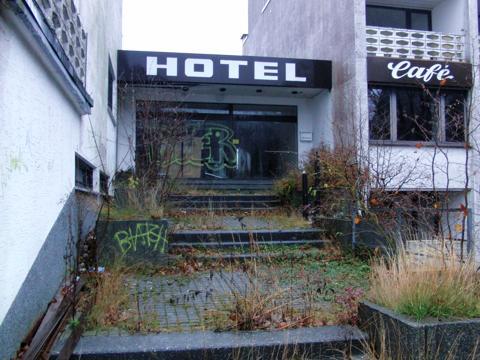 Der Eingangsbereich des Hotels - heute. (foto: zoom)