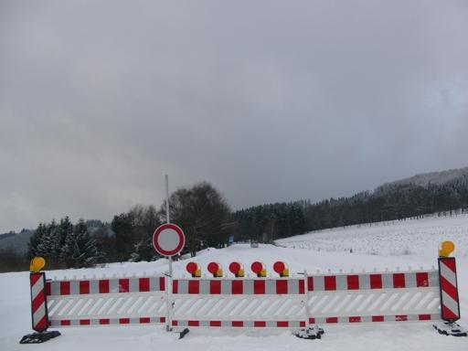 Sperrung der B 480 zwischen Olsberg und Altenbüren. (foto: zoom)