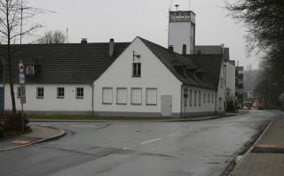Das Gebäude an der Ecke Fritz-Honsel-Straße/Mühlenweg wird dem geplanten Kreisverkehr am Ostring weichen müssen. Bislang werden die Räume u.a. von dem Portugiesischen Verein in Meschede genutzt. (foto: spd)
