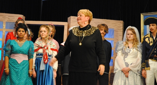Barbara Ortwein verkündet am Ende der heutigen Musical-Aufführung das mögliche Ende einer Ära. (foto: g.b.)