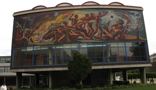 Hier holen sich die Mexis ihre akademischen Weihen: angeblich sollen sich an der Universidad Nacional Autónoma de México (UNAM) ca. 400 000 Studenten befinden. Am Wochenende ist es eher leer und man fragt sich schon, wo die denn alle auf dieser Fläche hinpassen sollen. (foto: Koerdt)