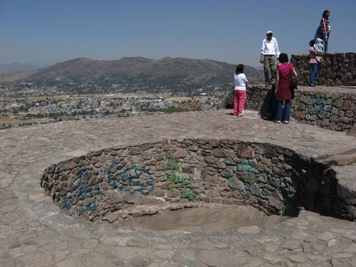 Hier badete schon der König (wahrscheinlich nicht allein). Ob die Graffitis auch von ihm sind, mag bezweifelt werden.