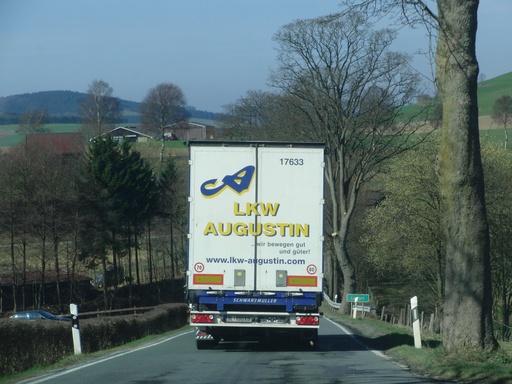 Lanfert: LKW lassen keinen Platz für Gegenverkehr. (foto: camera)
