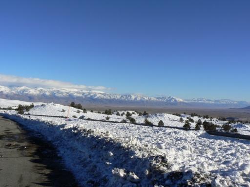 Blick in die Ferne über Mammoth Lake auf die Sierra Nevada
