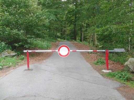 Schranke auf dem Fahrweg Richtung Silbach (foto: zoom)