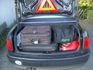 Kofferraum Audi Cabrio beladen für 3 Wochen (foto: zeitreise)
