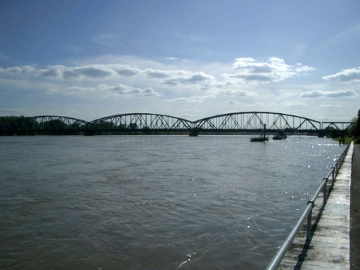 Blick auf Weichsel bei Torun, im Hintergrund die PKW Brücke (fotos: zeitreise)