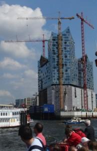 Die Elbphilharmonie. Ein prima PPP-Projekt: 400.000.000 statt 77.000.000 Euro nach heutigem Stand. (foto: zoom)