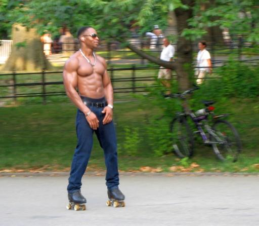 So muss man schon aussehen, wenn man im Central Park rollerbladen will.