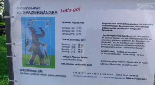 Schild mit Werbung für 15 Euro-Spaziergänge. Gesehen am Altonaer Balkon. (foto: zoom)