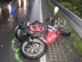 Unfall auf der L 742 zwischen Oslberg und Steinhelle (foto: polizei hsk)