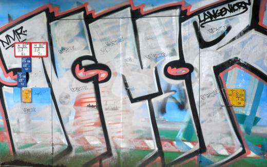 Graffiti am Schmuggelstieg zwischen Hamburg und Schleswig-Holstein. (foto: chris)