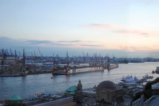 Der Hamburger Hafen (archiv: zoom)