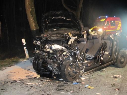 Totalschaden an beiden Unfallautos (foto: polizei-hsk)