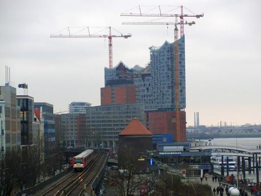 """Raus aus der U-Bahn und bei trüben (Licht-) Verhältnissen das Bild zur """"Bild"""" aufgenommen. (foto: zoom)"""