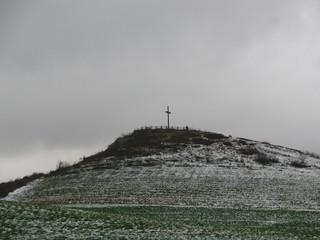 Kreuz auf dem Käppelchen Richtung Altenfeld (foto: zoom)