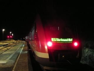 Siedlinghausen Bahnhof am Abend (foto: zoom)