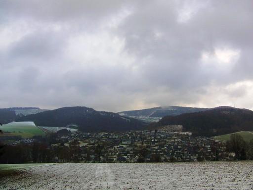 Blick auf Siedlinghausen vom Fuße des Käppelchen aus gesehen. (foto: zoom)