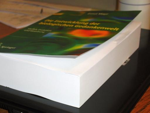 Ernst Mayr, Die Entwicklung der biologischen Gedankenwelt, 766 billige Seiten (foto: zoom)