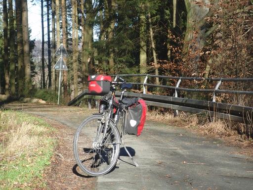Auf dem Ruhrtal-Radweg von Olsberg aus kurz vor Steinhelle.