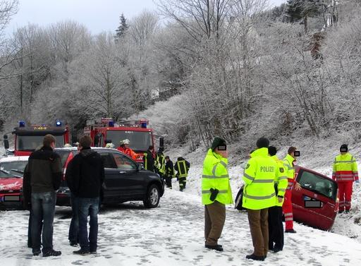 Gestern Mittag kurz vor Brunskappel: Unfall mit drei Autos (foto:zoom)