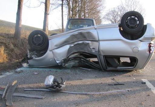 Montag Morgen: Verkehrsunfall auf der Strecke zwischen Allendorf und Stockum (foto: polizei)