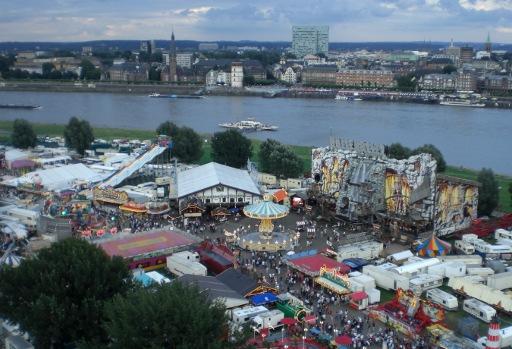 Nach all' dem Gemecker ien fröhliches Bild von der Düsseldorfer Kirmes
