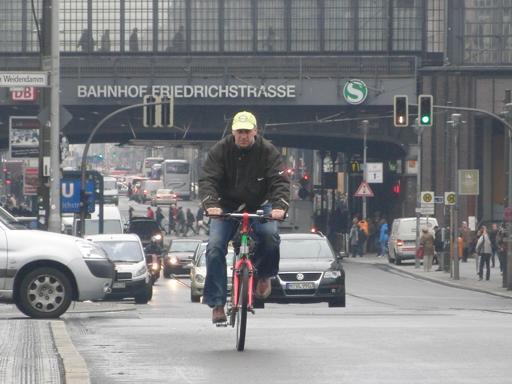 Kurz zurückgeschaut, den Fahrradfahrer gesehen und geknippst (foto: zoom)