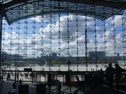 Abfahrt Berlin Hauptbahnhof. Eine fotogene Metropole.