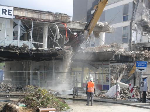 Hier und heute wird zur Zeit das Restaurant abgerissen. (foto: zoom)